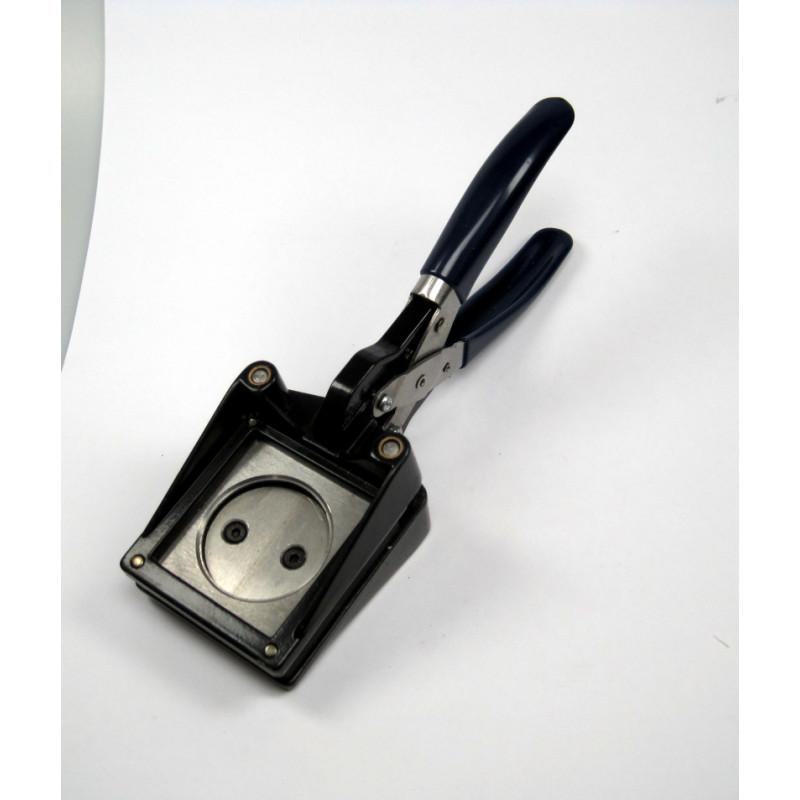 La gamma di fustellatrici tosingraf è caratterizzata dalla capacità di tagliare un'ampia gamma di materiali. FUSTELLATRICE MANUALE A PINZA mm 32